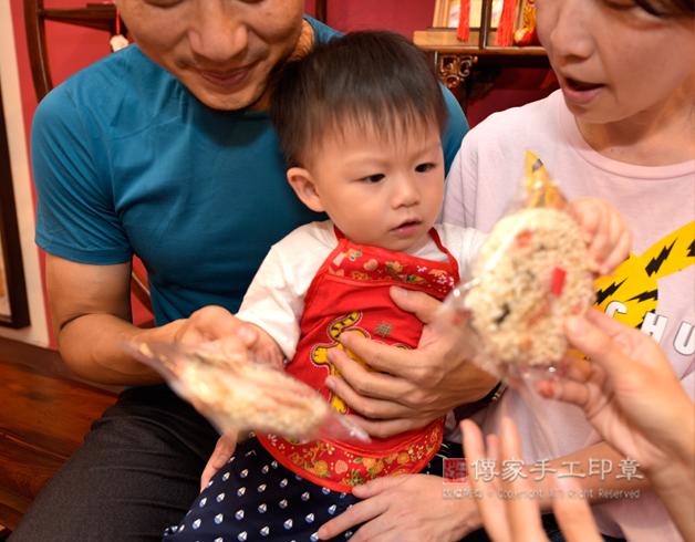 吃米香的抓周儀式照