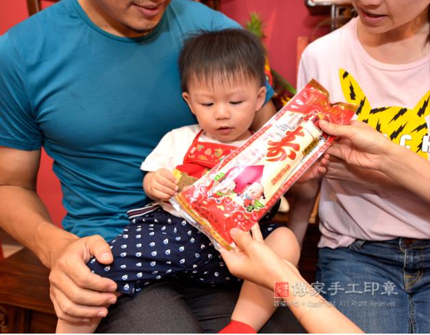 吃麵線的抓周儀式,是讓孩子有壽,有德,長長久久照