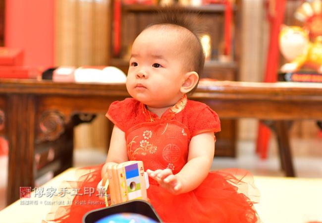 抓周各種寶寶特寫拍照和嬰兒攝影照