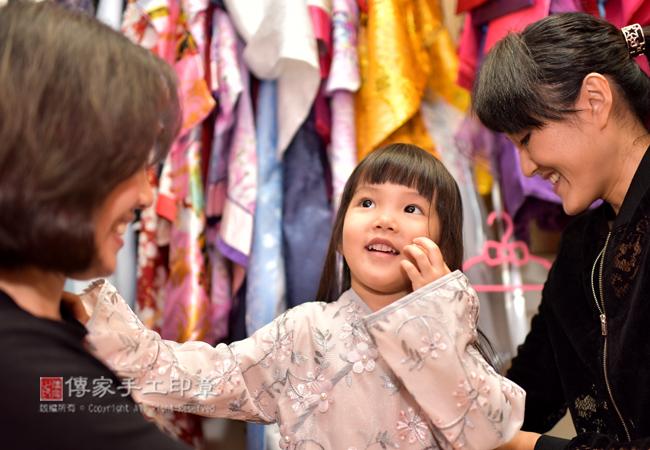 寶貝和爸媽都可以選擇很多古裝禮服,包含中式禮服、日式禮服、韓式禮服圖