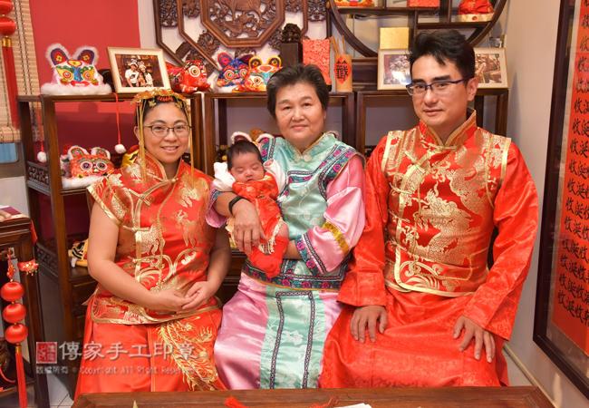 古裝禮服包含:日式禮服、韓式禮服、中式禮服。免費給:爸爸、媽媽、寶貝穿戴照