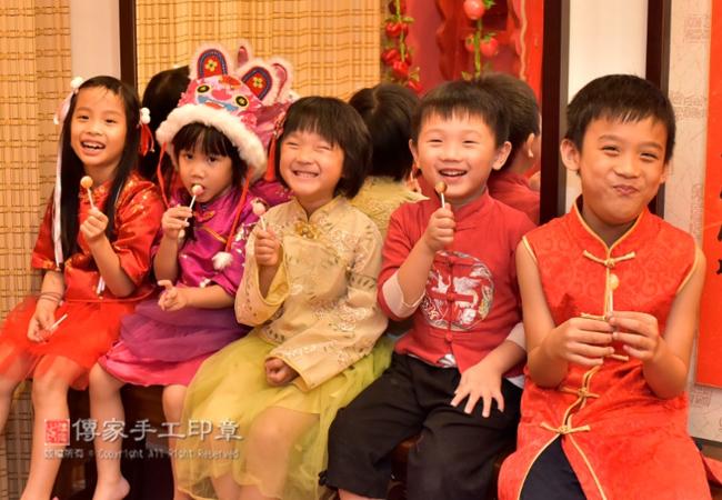 嬰兒、小孩,男生女生,都有很多古裝禮服提供穿戴和挑選照