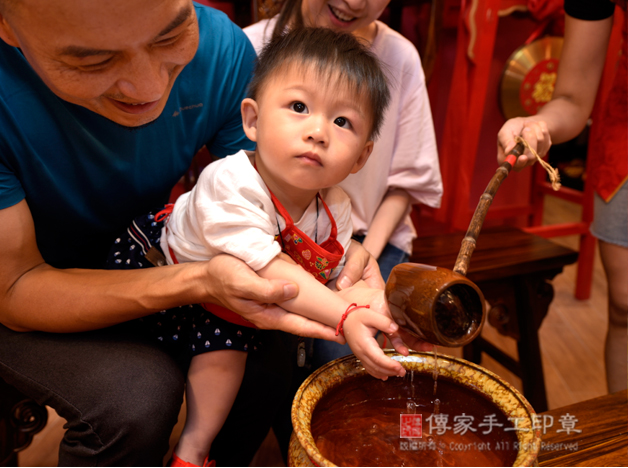 寶寶淨手象徵洗淨照