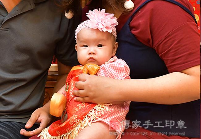 收涎儀式,寶寶吃雞腿:象徵有口福照