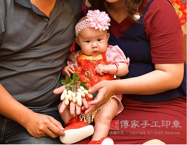 吃花生的收涎儀式,是讓孩子好事花生,長壽照