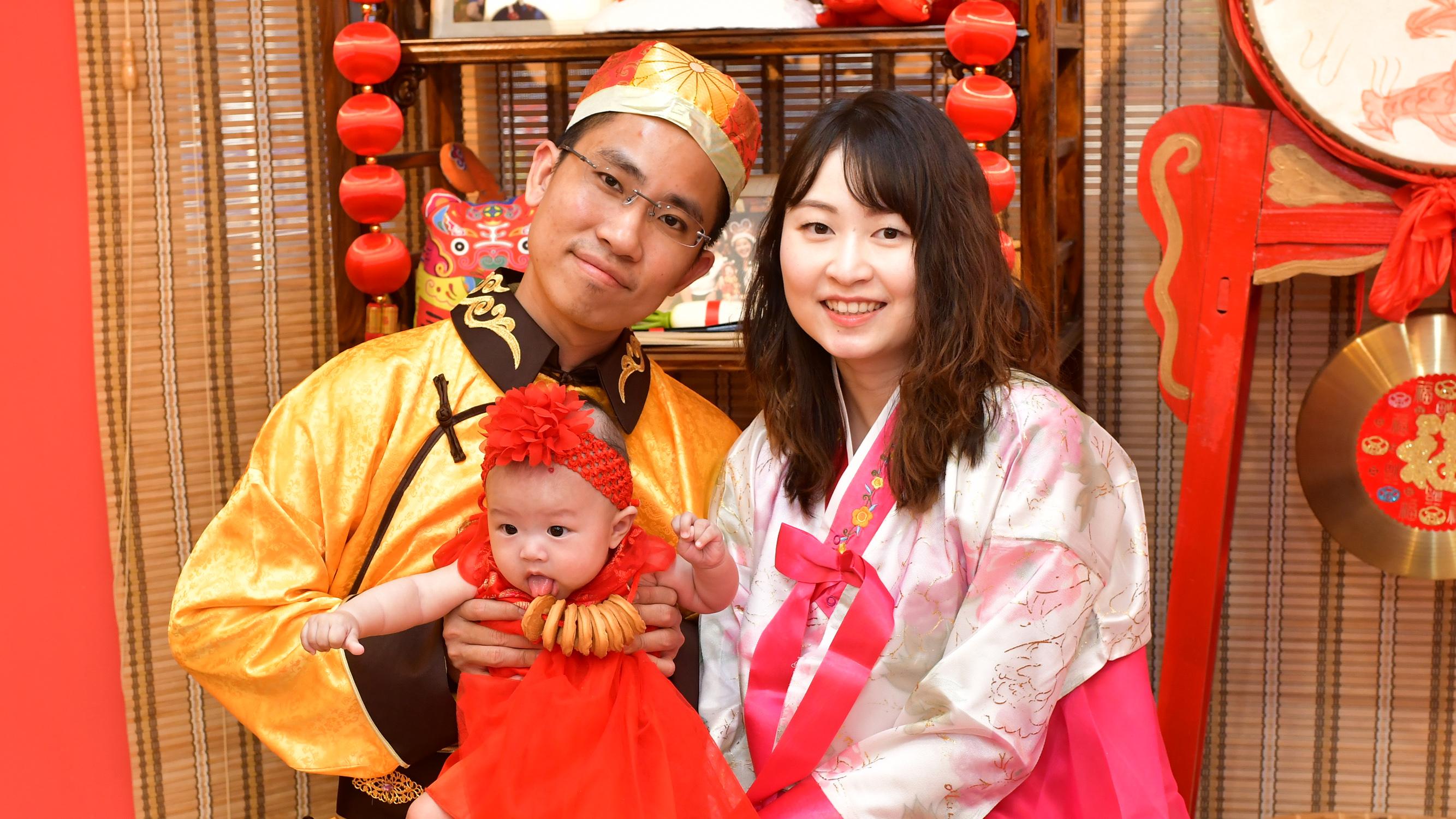 寶寶及全家穿古裝儀式合照