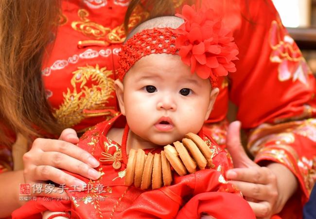寶寶戴上收涎餅乾照