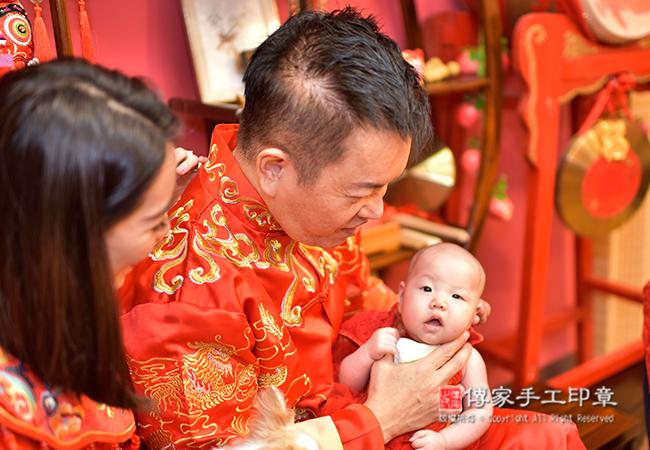 寶寶剃胎毛儀式拍照