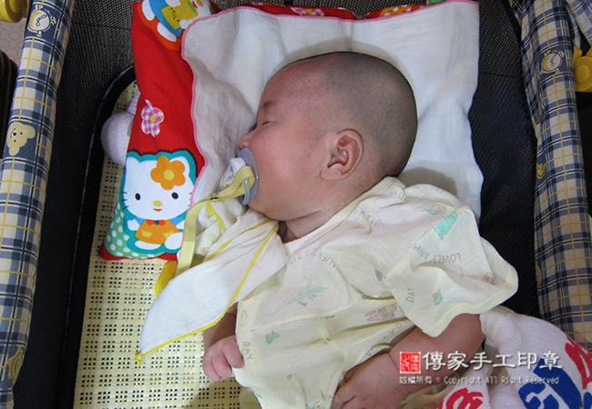 完成嬰兒剃頭禮和胎毛理髮