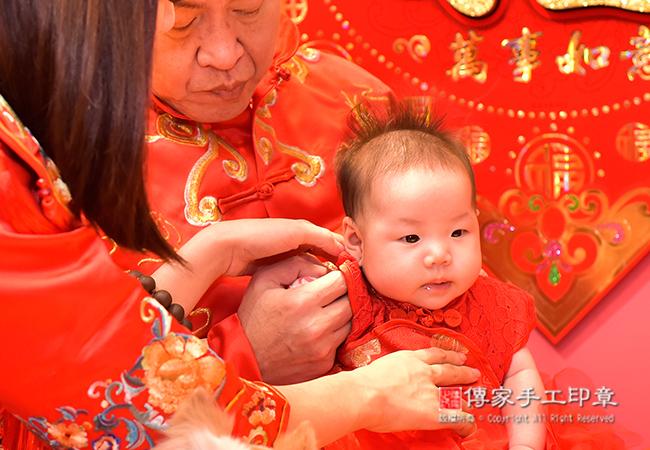 寶寶穿著古裝照