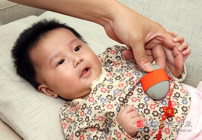 嬰兒滿月剃頭專業拍照
